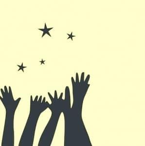 Hände, die nach Sternen greifen