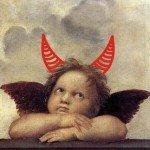 Raffael Engel mit aufgesetzten Teufelshörnern